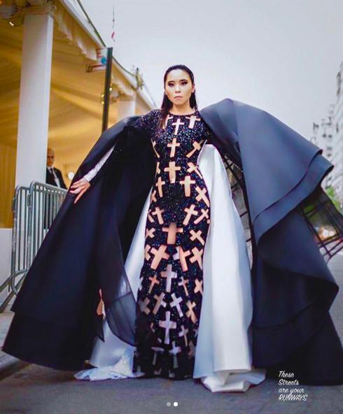 Được mời đích danh bởi hội đồng Met Gala, fashionista Nga Nguyễn trở thành gương mặt Việt Nam đầu tiên xuất hiện trên thảm đỏ đình đám - Ảnh 5.