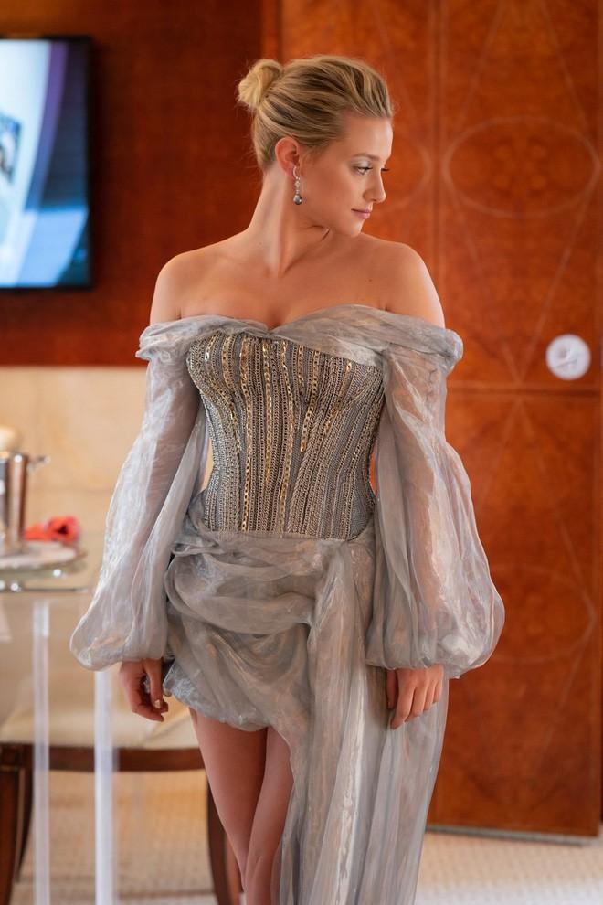 Giữa một rừng trang phục lồng lộn, 5 người đẹp diện váy của H&M trông cũng chẳng hề kém lộng lẫy - Ảnh 6.