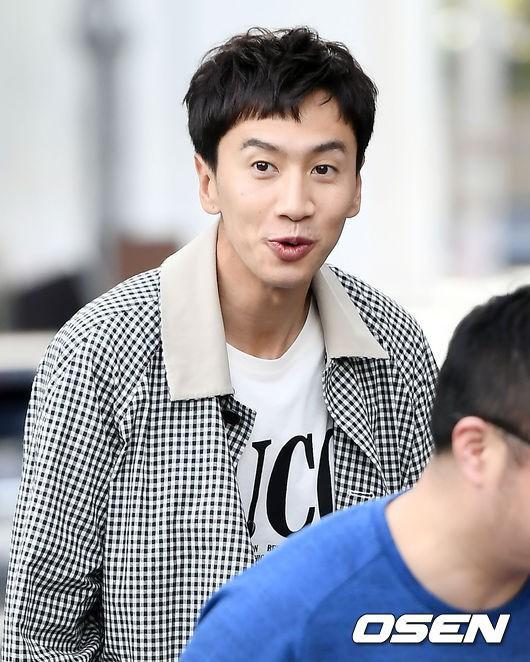 Hình ảnh đối lập của cặp bạn thân: Song Joong Ki được vợ vỗ béo tròn, Lee Kwang Soo thì gầy như bộ xương di động - Ảnh 6.