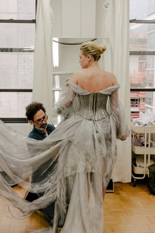 Giữa một rừng trang phục lồng lộn, 5 người đẹp diện váy của H&M trông cũng chẳng hề kém lộng lẫy - Ảnh 7.