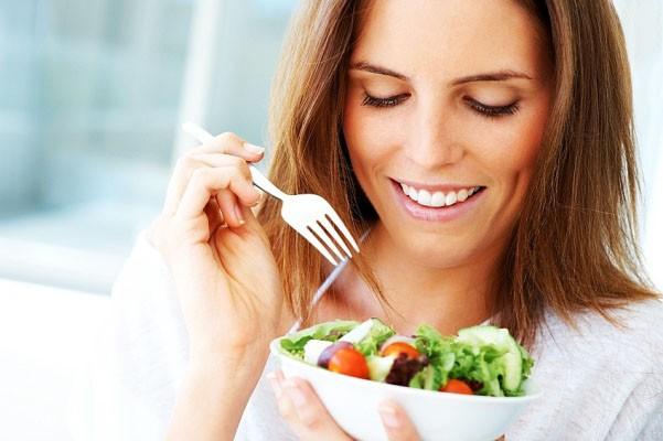 Đừng chủ quan, ngay cả những gì bạn ăn hàng ngày cũng có thể khiến bạn bị mãn kinh sớm đến không ngờ - Ảnh 1.