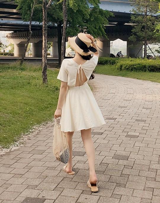 Nữ tính điệu đà mà vẫn sexy hết nấc, hèn gì váy vải hở lưng được con gái Hàn thi nhau diện hè này - Ảnh 12.