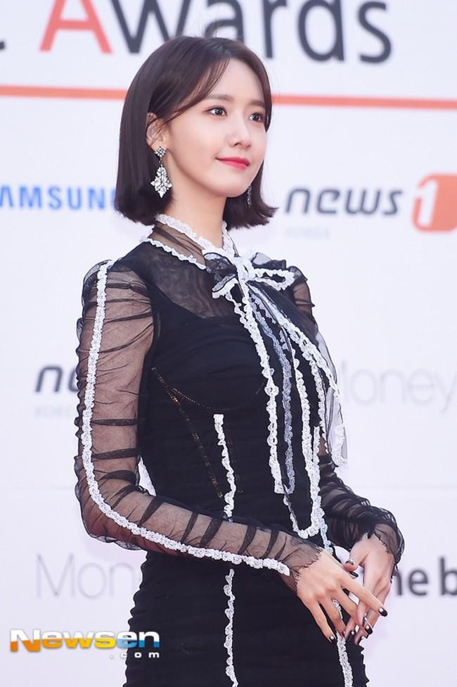 Cùng 1 chiếc đầm hiệu: Yoona được khen đẹp, Chi Pu bị chê sến và bạn hãy tự đánh giá Hari Won - Ảnh 6.