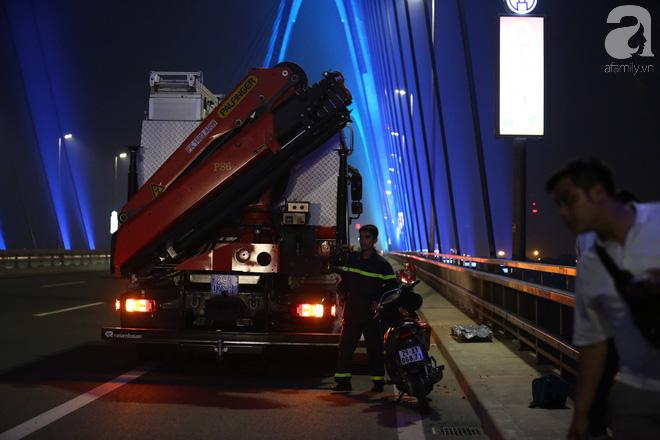 Nam thanh niên thoát chết thần kỳ khi bị rơi từ trên cầu Nhật Tân xuống bãi bồi do đi nhặt flycam - Ảnh 1.