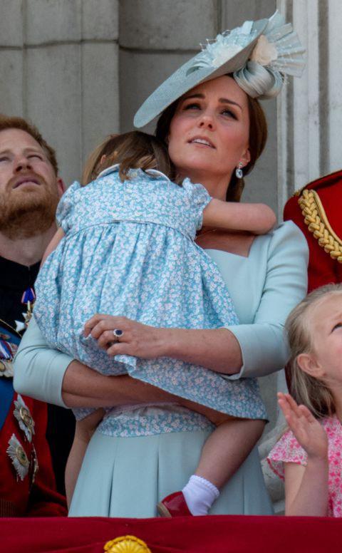 Chùm ảnh: Không thể phủ nhận, Công nương Kate - Công chúa Charlotte chính là biểu tượng thời trang mẹ con ton-sur-ton đáng yêu nhất thế giới - Ảnh 1.
