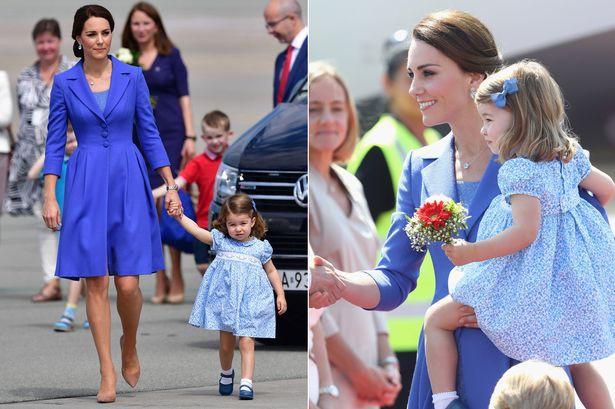 Chùm ảnh: Không thể phủ nhận, Công nương Kate - Công chúa Charlotte chính là biểu tượng thời trang mẹ con ton-sur-ton đáng yêu nhất thế giới - Ảnh 3.