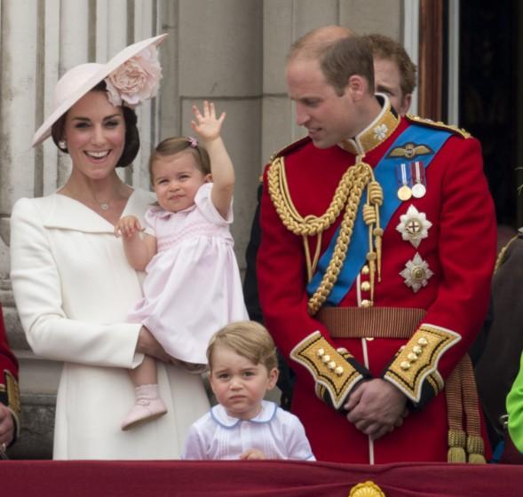 Chùm ảnh: Không thể phủ nhận, Công nương Kate - Công chúa Charlotte chính là biểu tượng thời trang mẹ con ton-sur-ton đáng yêu nhất thế giới - Ảnh 7.
