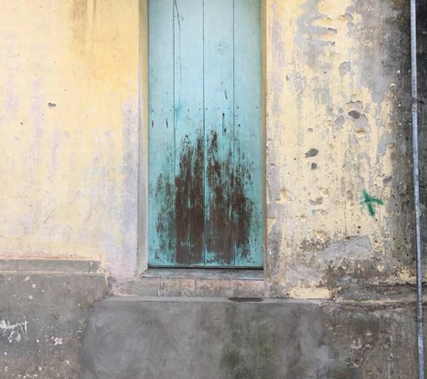 Hai bé bỏng nặng vì bị hắt nồi nước luộc bầu vào người: Hàng xóm khẳng định không hề biết có trẻ ngồi ở bậc cửa 2