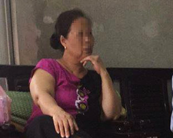 Hai bé bỏng nặng vì bị hắt nồi nước luộc bầu vào người: Hàng xóm khẳng định không hề biết có trẻ ngồi ở bậc cửa 1