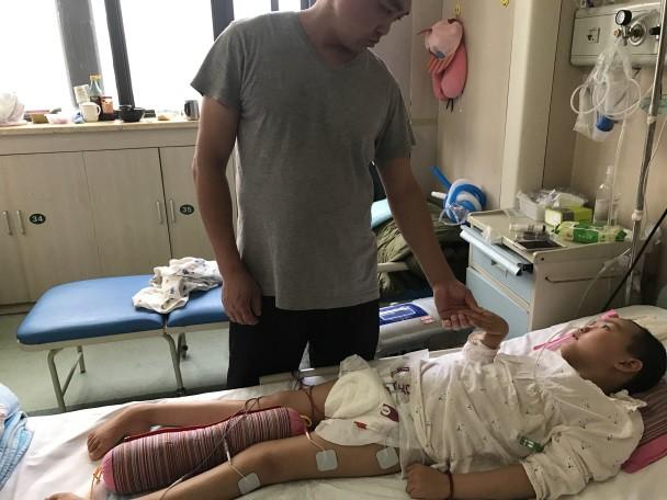 Cảm động người mẹ thà phải đối mặt với căn bệnh ung thư vẫn quyết nhường hy vọng sống cho con gái mình - Ảnh 3.