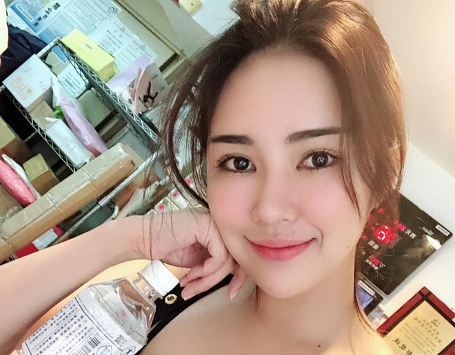Cô chủ tiệm takoyaki khiến khách hàng xếp kín vỉa hè chờ mua bánh vì quá xinh và sexy - Ảnh 8.