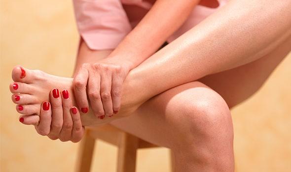 Hãy tạo cho mình những thói quen này hàng ngày để ngăn ngừa các triệu chứng đau khớp ở đầu gối, hông và bàn tay - Ảnh 3.