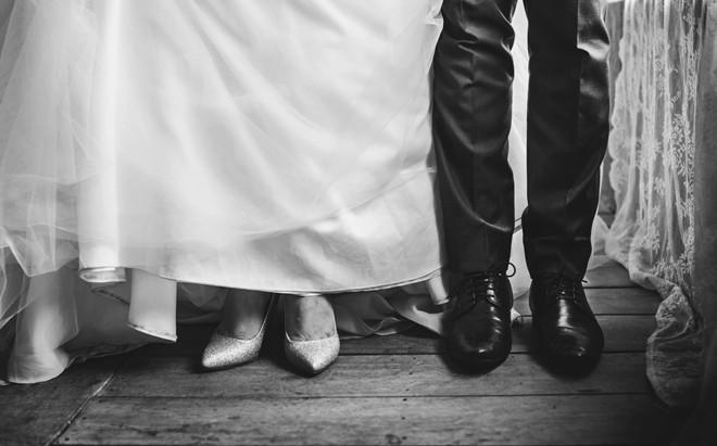 Chỉ vì xe dẫn dâu muộn 10 phút, tôi nhận ngay cái tát như trời giáng từ chồng ngay trong ngày cưới - Ảnh 1.