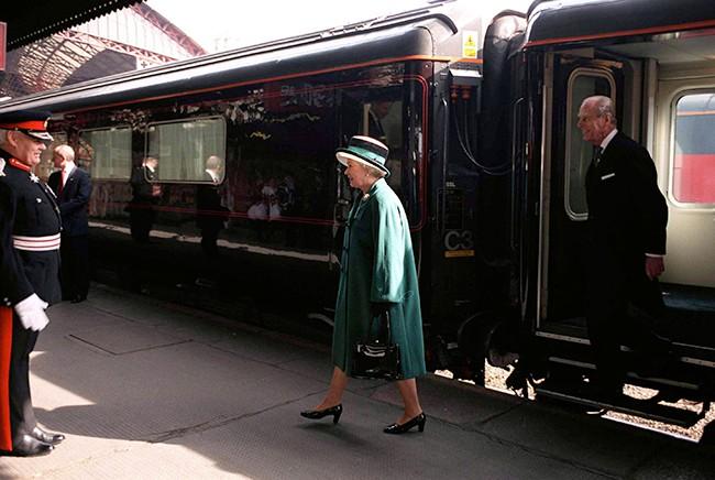 Meghan sẽ qua đêm cùng Nữ hoàng Anh tại nơi đặc biệt này, một ưu ái chưa từng có - Ảnh 2.