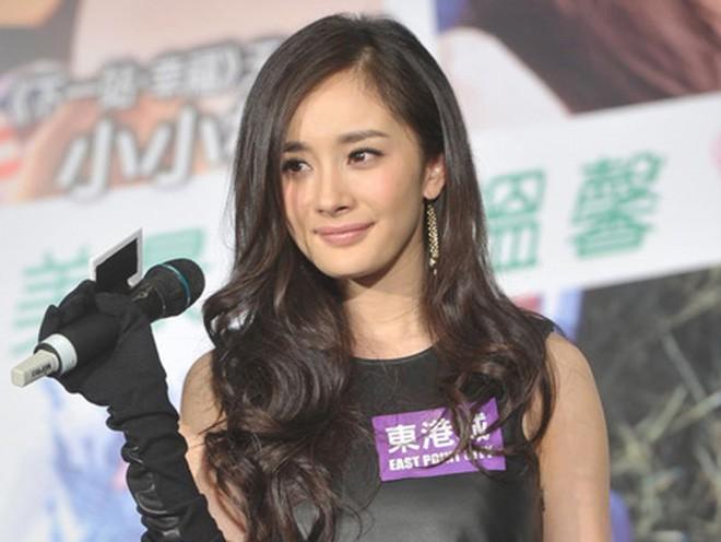 Bị phóng viên xỉa xói chuyện hát dở, câu trả lời thông minh của Dương Mịch khiến ai cũng thán phục - Ảnh 2.