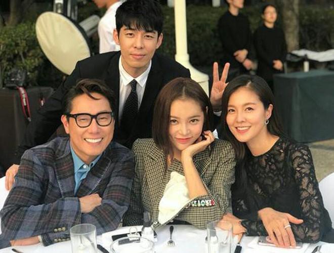 Những đám cưới có dàn khách mời khủng nhất xứ Hàn: Toàn minh tinh, Song Song không đọ được với Jang Dong Gun? - Ảnh 25.