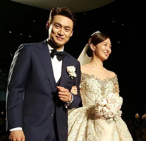 Những đám cưới có dàn khách mời khủng nhất xứ Hàn: Toàn minh tinh, Song Song không đọ được với Jang Dong Gun? - Ảnh 31.