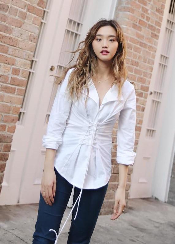 """Mặc đẹp từ đồ công sở tới trang phục """"ngầu"""", ai ngờ nàng blogger với hàng triệu người hâm mộ này chỉ cao 1m55 - Ảnh 5."""