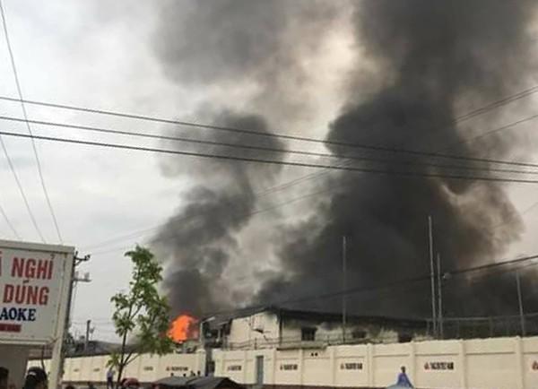 Phú Thọ: Hỏa hoạn lớn tại khu công nghiệp Thụy Vân, hàng trăm người dân sợ hãi - Ảnh 3.