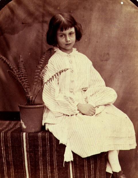 Alice ở xứ sở thần tiên: Câu chuyện trẻ em nhuốm màu đen tối và cuộc đời Alice ngoài đời thật khiến nhiều người ngỡ ngàng - Ảnh 4.