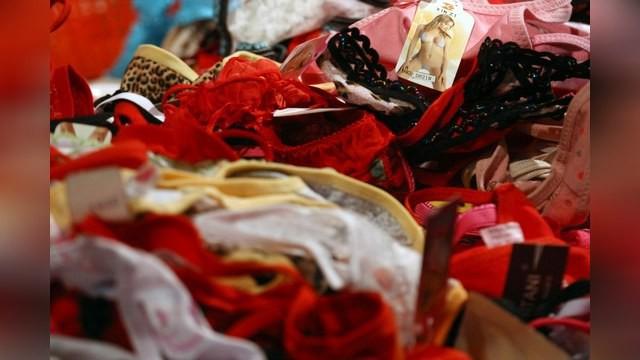 7 điều tưởng như bình thường nhưng sẽ khiến bạn gặp rắc rối ở Nga: Cấm mặc quần lót ren, lười rửa xe sẽ bị phạt tiền - Ảnh 4.