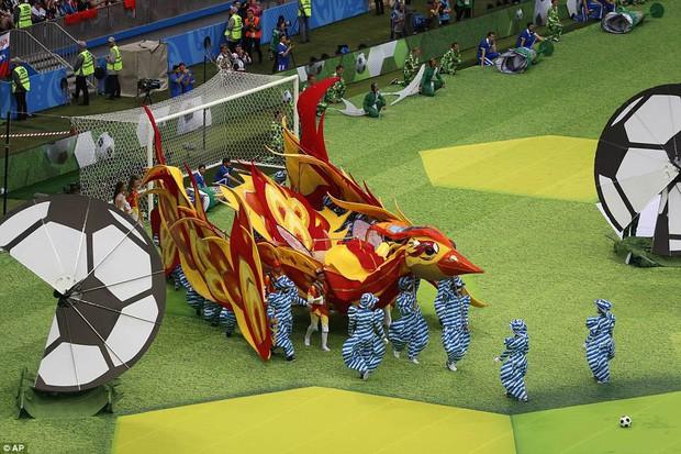 Robbie Williams đốt nóng sân vận động, khai mạc World Cup 2018 - ảnh 4