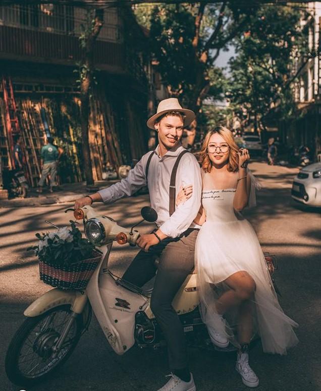 Chuyện tình nóng MXH: Chàng trai Đức bỏ dở tương lai quyết sang Việt Nam cưới cô gái tình cờ quen khi hỏi đường đến quán bia - Ảnh 2.
