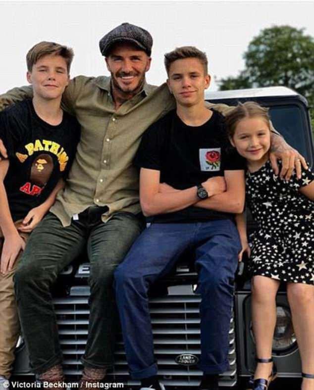 David Beckham chia sẻ nỗi niềm làm cha: Vẫn lo lắng cho con cả 19 tuổi và thường đi bộ cùng Harper đến trường - Ảnh 3.