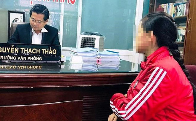 Bé 14 tuổi bị xâm hại ở Bình Phước cầu cứu luật sư TP.HCM - Ảnh 1.
