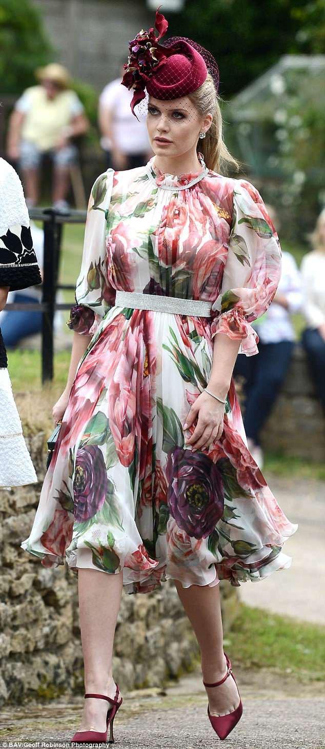 Diện chung 1 chiếc đầm: Cháu gái công nương Diana đẹp quý phái, Địch Lệ Nhiệt Ba lại xinh như tiên nữ - Ảnh 2.