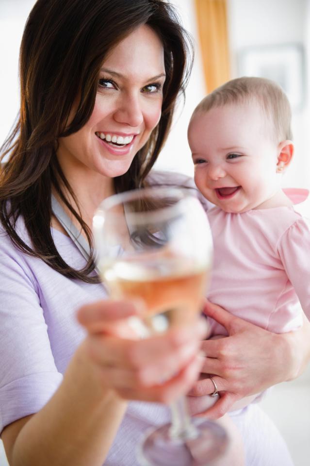 Mẹ đang cho con bú mà lạm dụng những việc này có thể khiến em bé không khỏe mạnh - Ảnh 3.
