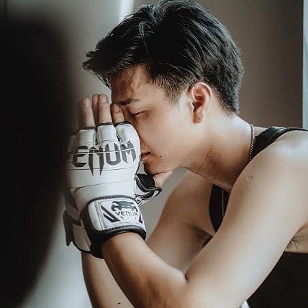 Huỳnh Anh khẳng định từng được mời vào vai nam chính Hậu Duệ Mặt Trời, nhưng sau đó NSX đổi diễn viên mà không thông báo - Ảnh 2.