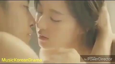 Hé lộ cảnh nóng bị cắt của loạt phim Hàn nổi tiếng: Nóng nhất là cặp đôi Hậu Duệ Mặt Trời - Ảnh 17.