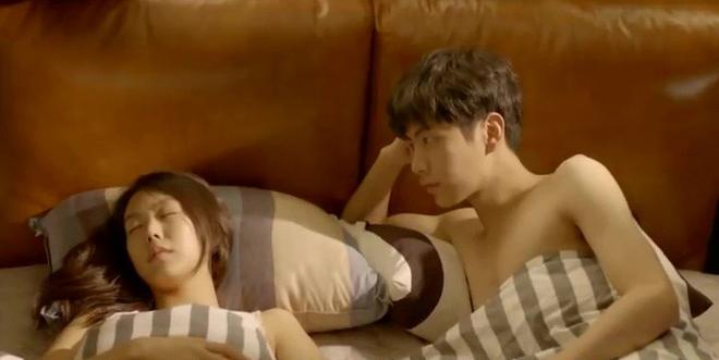 Hé lộ cảnh nóng bị cắt của loạt phim Hàn nổi tiếng: Nóng nhất là cặp đôi Hậu Duệ Mặt Trời - Ảnh 4.
