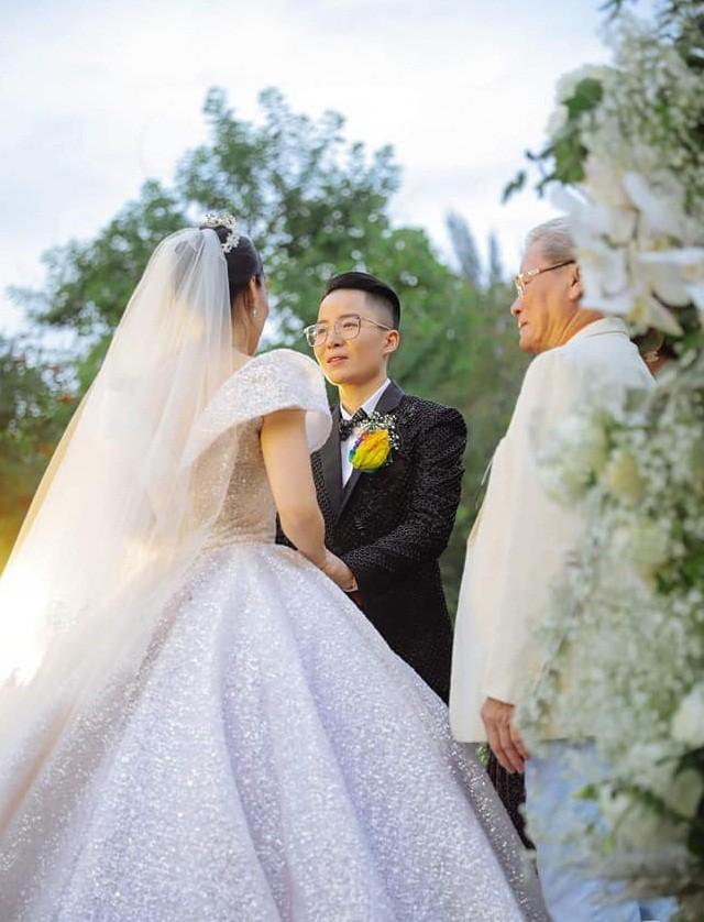 Sau đám cưới cổ tích, doanh nhân chuyển giới tiết lộ về màn cầu hôn cực kì giản dị - Ảnh 3.