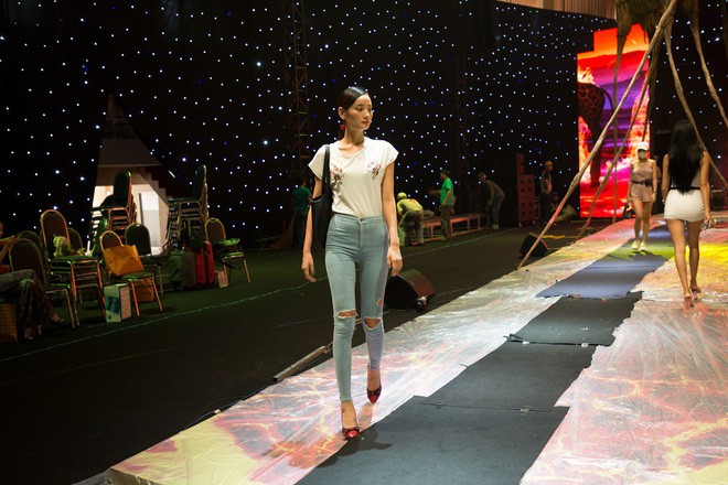 Ngọc Trinh và Hương Giang mải miết tập catwalk trên đôi giày cao 20cm cho show của NTK Đỗ Long - Ảnh 9.