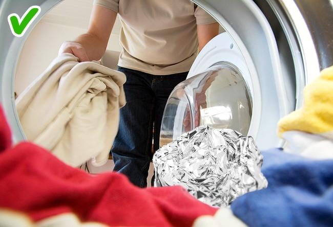 9 mẹo hay trong giặt giũ giúp áo quần lúc nào cũng như mới tinh như vừa mua về - Ảnh 9.
