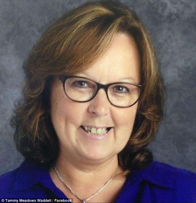 Ước nguyện cuối đời của cô giáo mất vì bệnh ung thư: Thay vì hoa hãy mang những chiếc ba lô đến tang lễ - Ảnh 1.