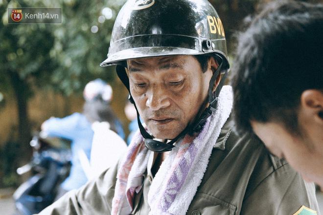 Chuyện người cha già bên chiếc xe lăn chờ con trai thi THPT Quốc Gia: Em nợ bố nhiều lắm - ảnh 6