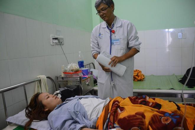 Phụ huynh phân trần vì thấy vết thâm trên người con nên xông vào trường đánh cô giáo mầm non thủng màng nhĩ, nhập viện - Ảnh 1.