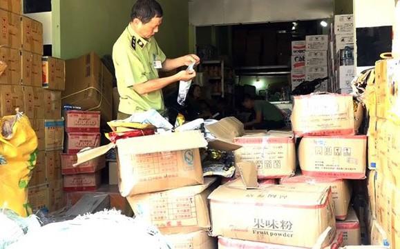 Phát hiện 1 tấn nguyên liệu pha chế trà sữa không rõ nguồn gốc tại Hà Nội