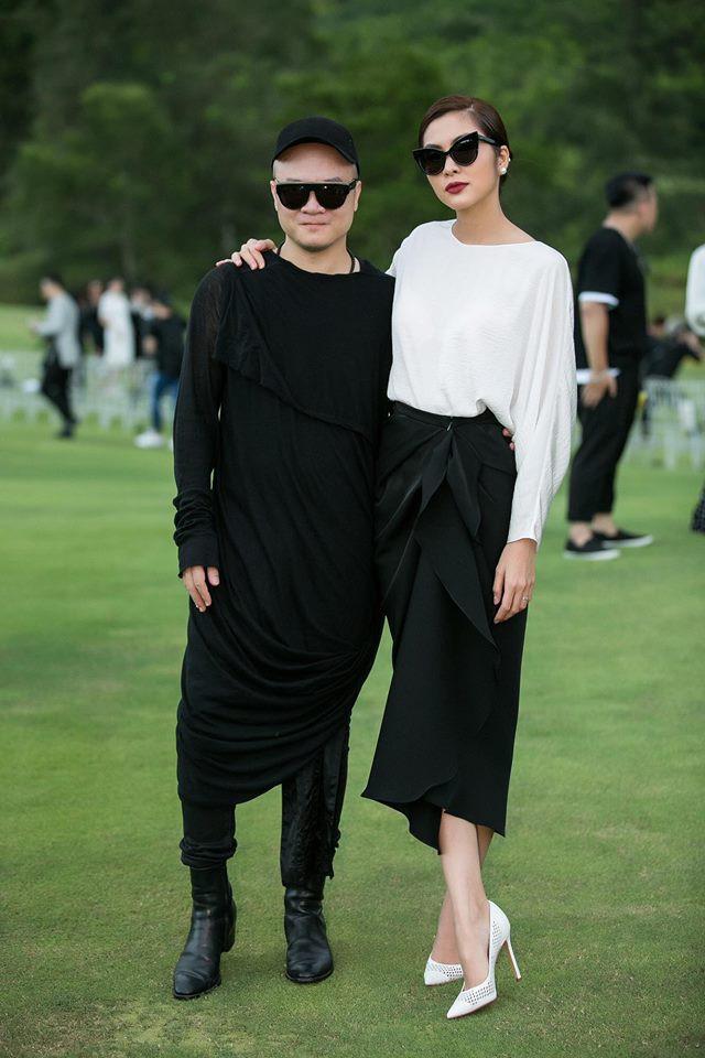 Chỉ mặc áo dài mà Tăng Thanh Hà cũng gây xôn xao mạng xã hội - Ảnh 3.