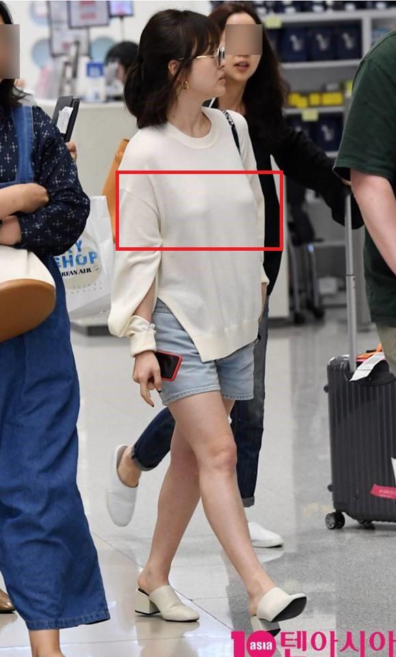 Chỉ vì chi tiết lồ lộ này mà thời trang sân bay của Song Hye Kyo bỗng tụt nửa phần sang trọng - Ảnh 2.