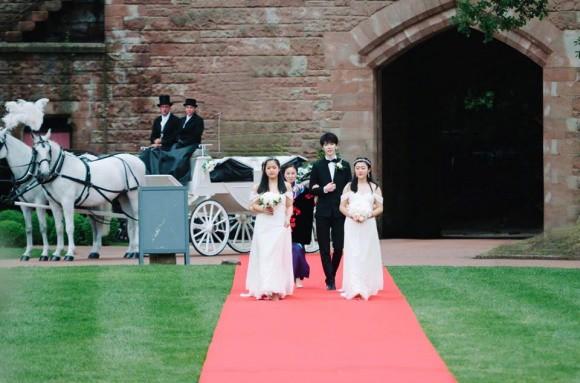 Đám cưới cổ tích tại lâu đài nước Anh của cặp mỹ nam hot nhất nhì châu Á - Ảnh 7.