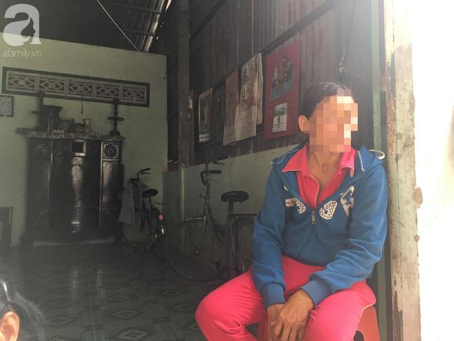 Bà nội bé gái 10 tuổi nghi bị bố ruột hiếp dâm nhiều lần ở Long An: Con bé sợ cả nhà bị bố nó giết nên nào dám kể cho ai nghe - Ảnh 7.