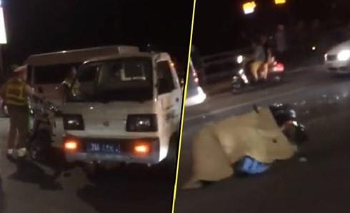Clip: Phóng tốc độ cao, nam thanh niên đi xe máy tông đuôi xe tải chết tại chỗ trên cầu Nhật Tân - Ảnh 2.