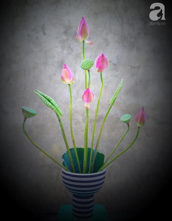 Mê mẩn ngắm những bình hoa sen đẹp tinh tế của người phụ nữ dịu dàng đất Hà Thành - Ảnh 11.