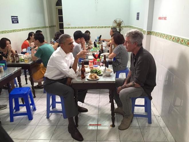 Bánh mỳ Hội An lên truyền hình Mỹ và những hình ảnh không thể nào quên khi đầu bếp Anthony Bourdain đưa ẩm thực Việt Nam đến gần hơn với thế giới - Ảnh 10.