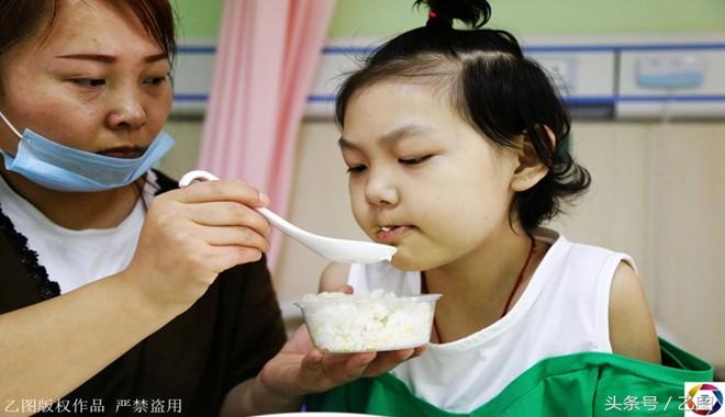 Không cầm được nước mắt trước Nhật ký chờ chết của cô bé 11 tuổi đang phải chống chọi với căn bệnh ung thư máu - Ảnh 2.