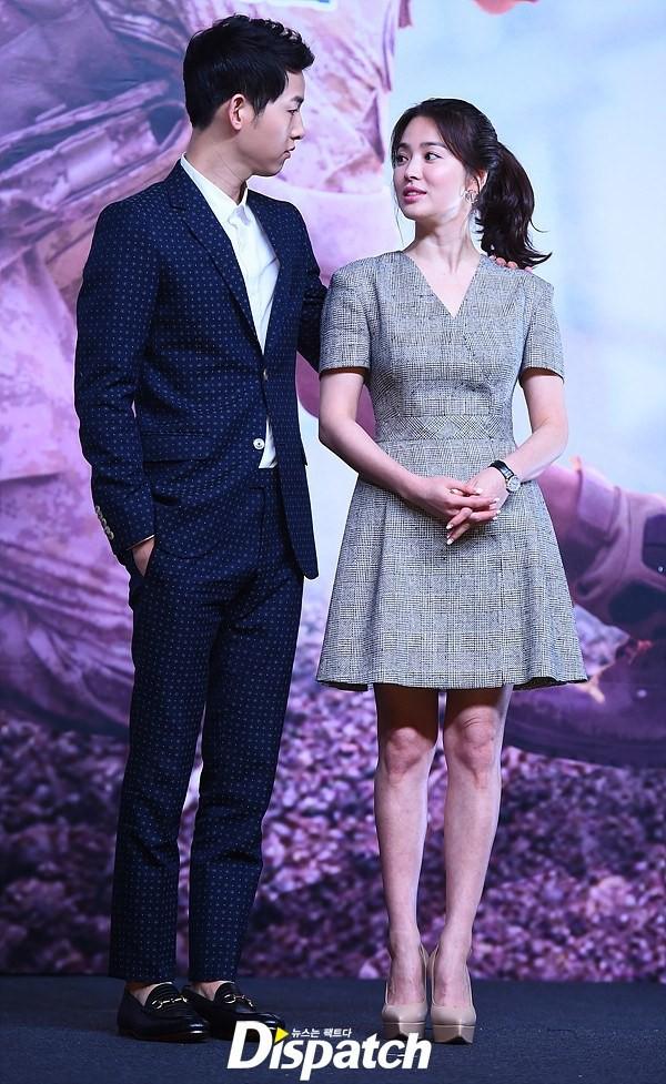 Sau bao nhiêu năm, Song Hye Kyo vẫn cứ mải miết diện một kiểu váy đơn giản - Ảnh 6.